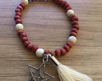 Bracelet of wood and howlite elastic fancy Bohemian beads