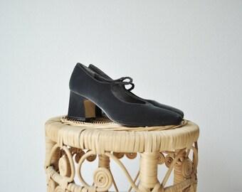Cara heels • vintage 1990s velvet block mary janes • blue 90s minimal pumps