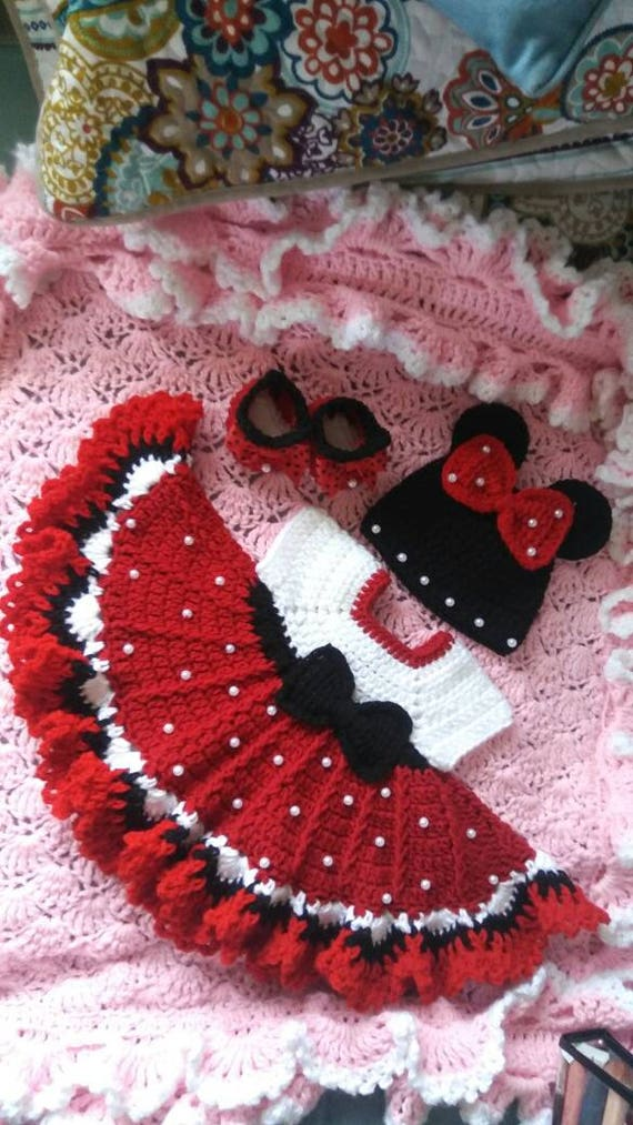 Häkeln Sie Minnie Maus Baby-set mit Perlen.