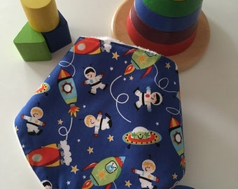 Daylong FinPin Baby bib - spaceman