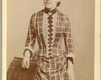 Paul Krabo German cdv lady in unusual dress fashion Victorian antique photo pretty plaid