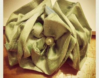 Fabulous vintage shantung Green and pearl Wedding Fascinator