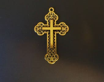 Stunning Gold Tone Cross Charm - Low Shipping