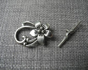 Leaf flower and bar toggle clasp
