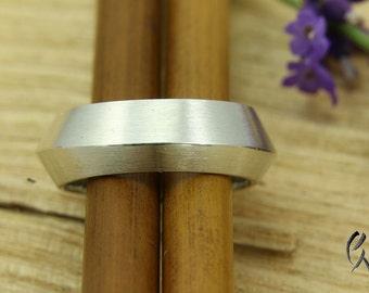 Ring silver, triangular