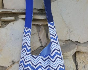 Light weight canvas chevron hobo bag. Blue, navy, and white chevron hobo bag. Crossbody chevron hobo bag. Slouch bag, boho bag