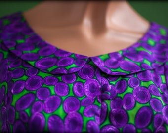 tank top buttoned sleeveless with collar claudine plum patterns on green background - satin - size 38 - vintage