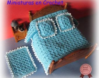 Set of quilt, 2 cushions and carpet for dollhouses 1:12 scale Miniaturas casa de muñecas Colcha +alfombra+2 cojines escala 1 12