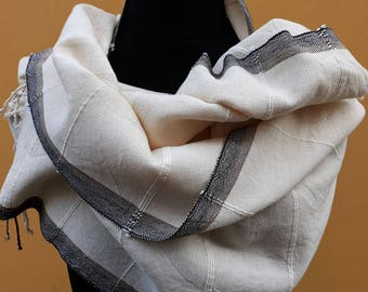 White handwoven scarf