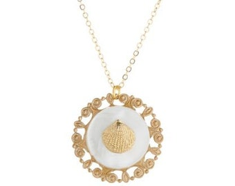 Vintage Clam & Filigree Mother-of-Pearl Pendant Necklace
