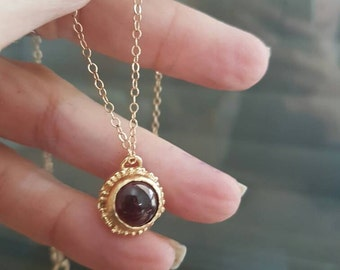 Antique gold garnet necklace, garnet pendant necklace, birthstone necklace mom, red garnet necklace, January birthstone necklace, Mom's gift