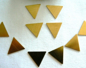 10 raw brass triangle 15x15mm brass jewelry findings. Jewelry supply findings. Metal triangles, geometric supply findings.