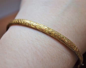 Antique Victorian Maple Leaf Engraved Yellow Gold Bangle Bracelet