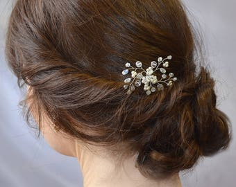Bridal Minimalist Flower hair pin Wedding Crystal boho hair pins Bridal rustic hair piece Bridesmaid gift Hair jewelry Pearl bobby pins