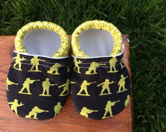 Baby Shoes for Boys - Green Military Men on Black with Circle Print - Custom Sizes 0-3 3-6 6-12 12-18 18-24 months 2T 3T 4T