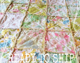 Vintage Sheet Quilt, Throw Quilt, RAG QUILT BLaNKeT - Shabby Chic, Handmade, Wedding Gift Idea, Photo Prop