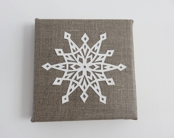 Table snowflake paper on natural linen. 12 x 12 cm. Paper cut, kirigami
