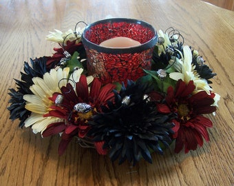 Red, white and black daisies candle ring