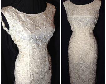 """Lace and soutache cream white hourglass dress Vintage 1950s sz L XL 32"""" waist"""