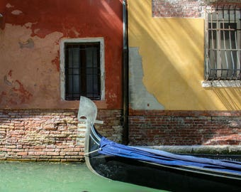 Passing Through, Gondola in Venice, Colors of the Day, Travel Photography