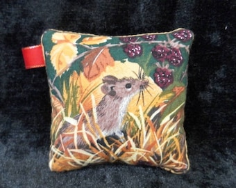 Pin cushion - little mouse and blackberries
