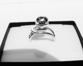 Sterling silver chunky single bead ring