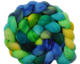 Hand dyed roving - 19μ Merino wool combed top spinning fiber - 4.1 ounces - Stand of Willows 2