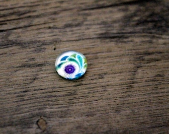 1 cabochon 10mm purple abstract pattern glass and Emerald