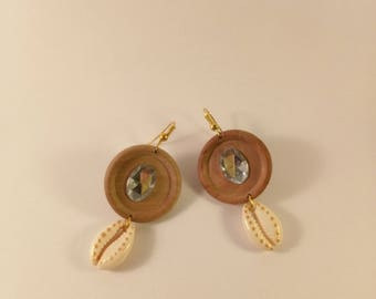 button and cowrie shells earrings