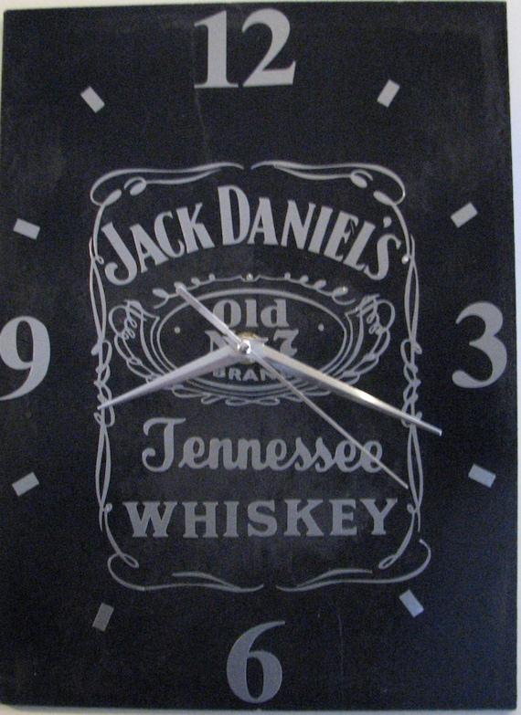 horloge pendule sur ardoise motif jack daniel 39 s. Black Bedroom Furniture Sets. Home Design Ideas
