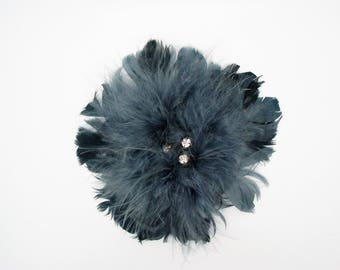 Application brooch pin in grey feathers in the Center rhinestone - ref 6G