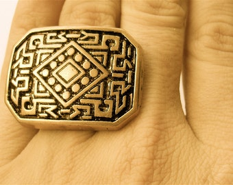 Crop-Circle Maze Ring. Adjustable. FAST Shipping w/ Tracking for US Buyers. Gift Box & Cute Ribbon Included...Ready for Gift Giving.