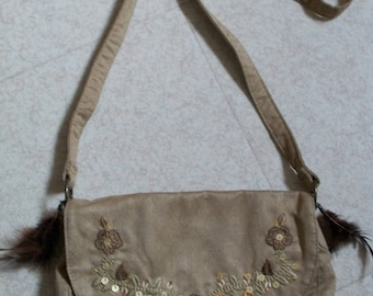 Shoulder bag beige with feathers and floral patterns