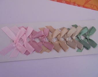 Knots satin pink, beige and green 3 x 4 cm