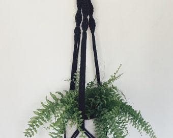Macrame plant hanger- BLACK