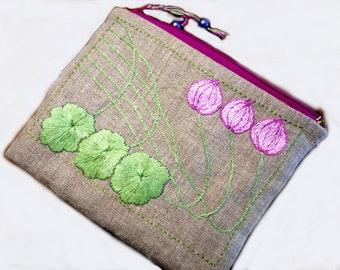 """Trousse en lin, motif Art Nouveau, broderie main """"les lotus"""""""
