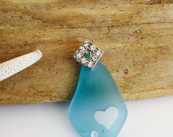 Sea glass pendant -beach glass pendant -sea glass jewelry -Seaglass necklace -crystal beach glass jewelry -Turquoise blue Seaglass pendant .