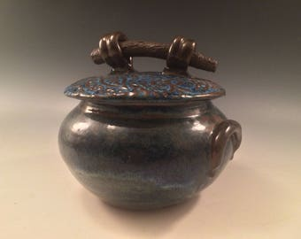 Asian themed honeypot/lidded container