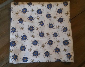 Floral fabric / pattern blue daisies