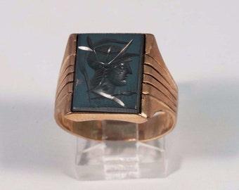 1940s 10K Yellow Gold Mens Hematite Intaglio Roman Soldier Ring, Size 10