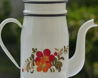 Enamel coffee pot. French vintage coffee pot. Large coffee pot. 1960s coffee pot.