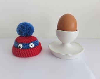"""Couvre œuf  """"rouge et bleu à pompon et yeux"""", egg cosy, bonnet oeuf, chapeau oeuf"""