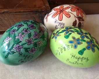 Vintage Ceramic Handpainted Easter Eggs // Set of 3