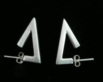 Silver earrings,minimalist,geometrical design,stud earings.