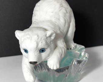 POLAR BEAR FIGURINE Hamilton collection Little Friends of the Arctic ice sculpture statue 1995 vintage Princely fishing blue eyes