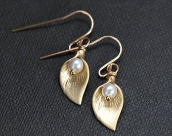 Gold Pearl Earrings 14k Gold Filled,  Calla Lily Earrings, Bridesmaid Gift Idea, Wedding Jewelry, Bridal Earrings