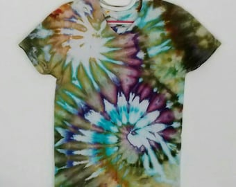 Mossy Green and Purple Spiral Ice Dyed Tee Shirt men's size Small