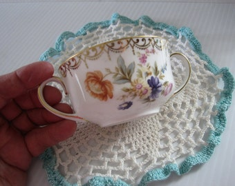 Lovely Victorian 2-handled cup. antique tea cup. Hutschenreuther Bavaria. Hand-painted porcelain tea cup, wedding china, dainty floral cup