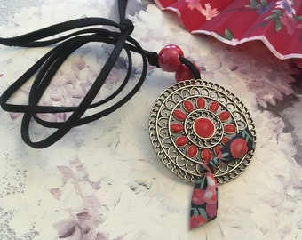 Necklace ethnic red Medallion