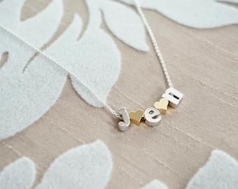 Collier en lettres minuscules - cadeau grand-mère, cadeau pour grand-mère, collier initiale des enfants, Alphabet Initial collier argenté, argent perles de lettre